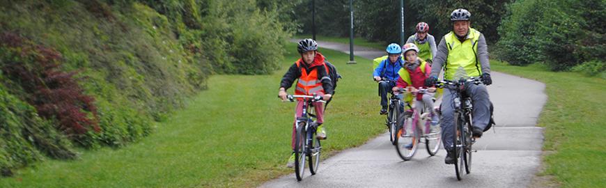 Elèves à vélo.  PROF/FWB