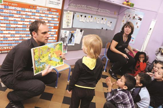 Les moyens de l'encadrement différencié permettent des actions pédagogiques complémentaires, comme ces ateliers phonologiques organisés en 2010 à Anderlecht.